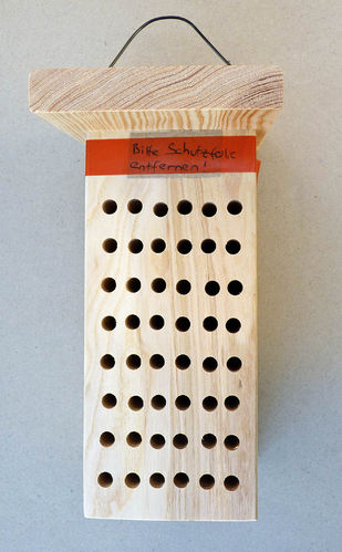 Bee-hotel with 24 red mason bees (ash wood)